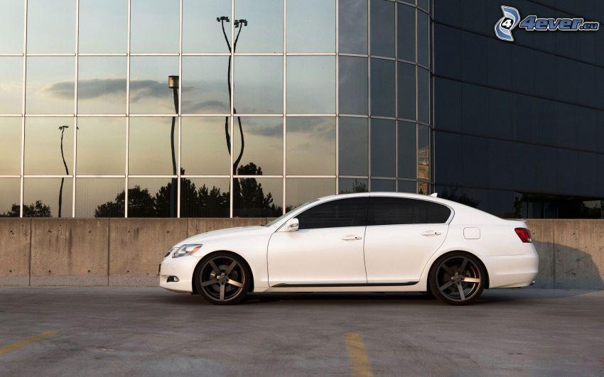 Lexus GS, edificio