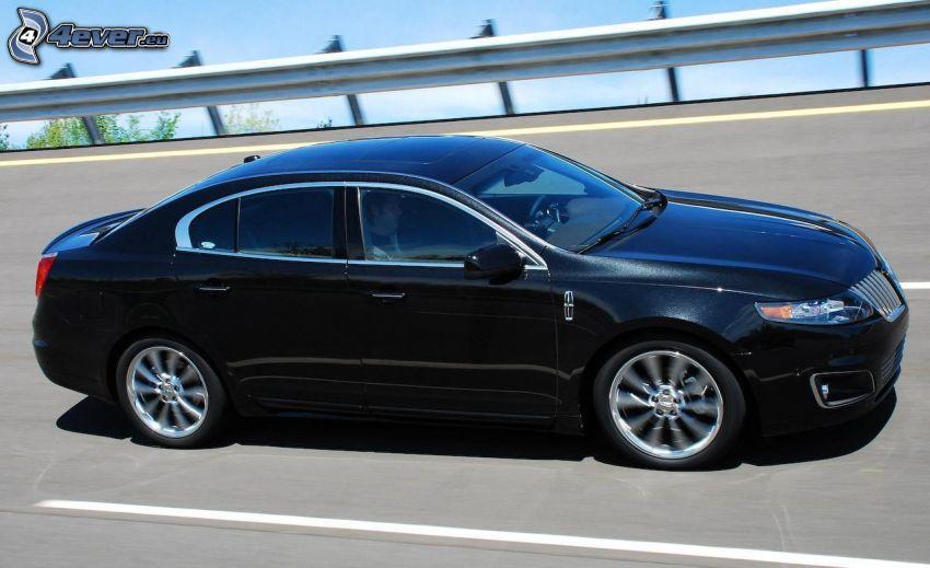 Lincoln MKS, camino