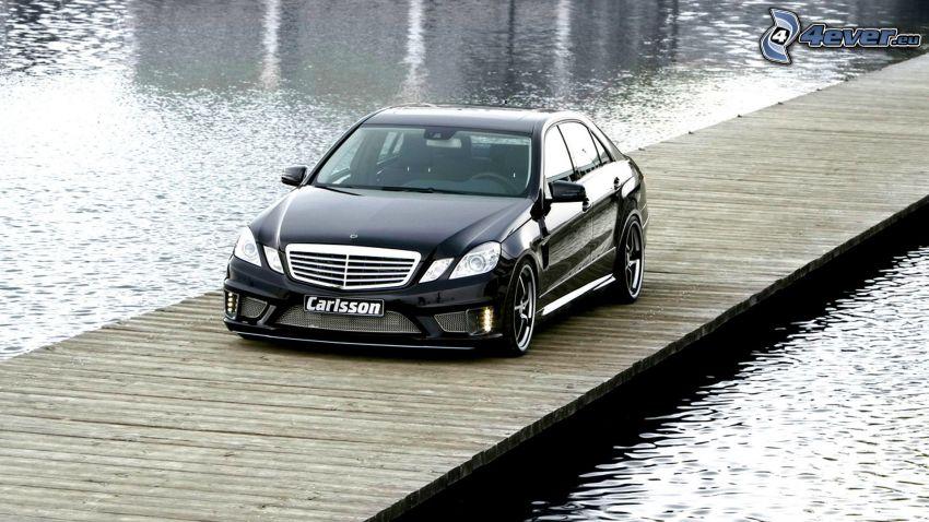 Mercedes-Benz, muelle de madera