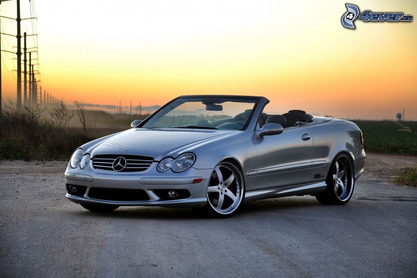 Mercedes-Benz CLK, descapotable, cielo de la tarde, alambrado