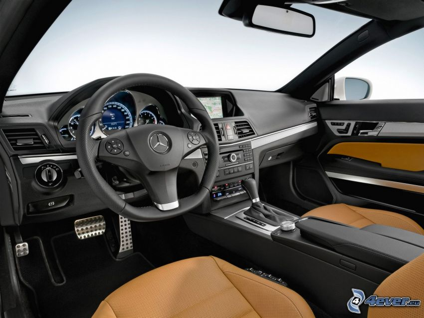 Mercedes-Benz E, interior, volante