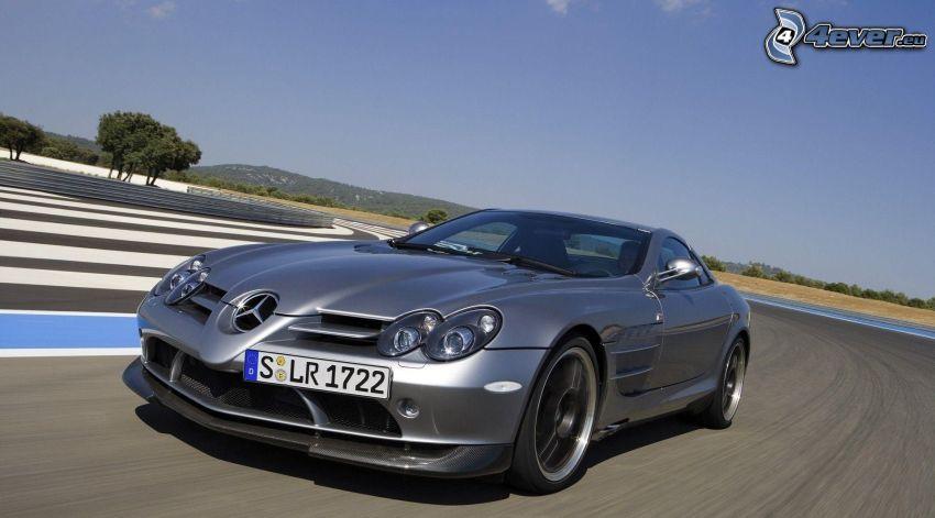 Mercedes-Benz SLR McLaren, acelerar