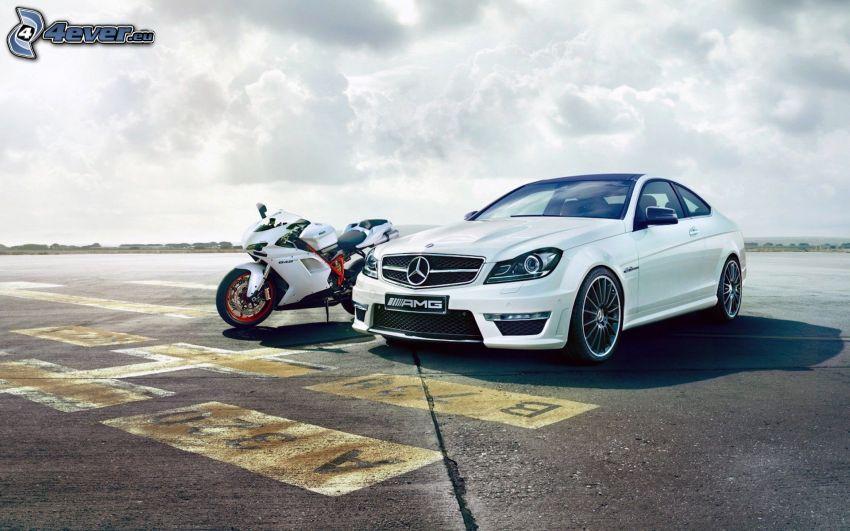 Mercedes-Benz SLS AMG, Ducati, motocicleta