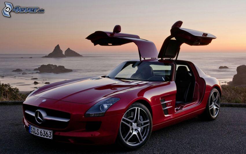 Mercedes-Benz SLS AMG, puesta de sol en el mar