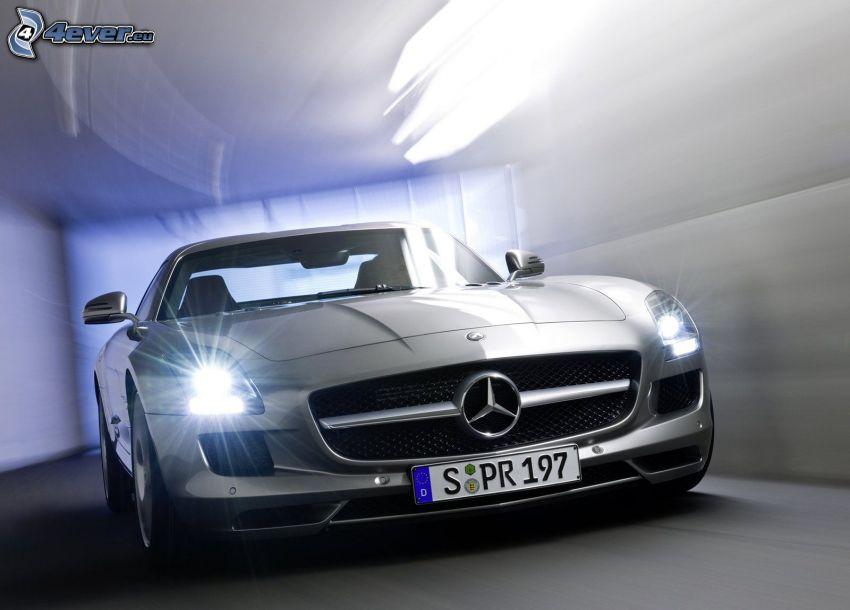 Mercedes-Benz SLS AMG, túnel, luz