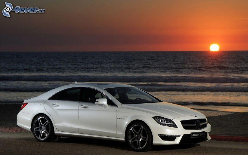 Mercedes CLS 63 AMG, puesta de sol en el mar