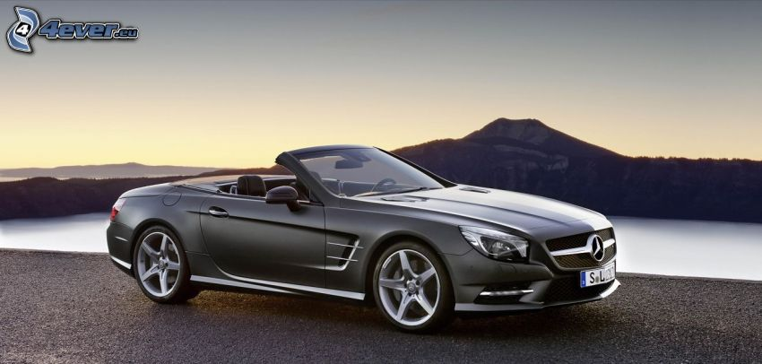 Mercedes SL, descapotable, lago, colina