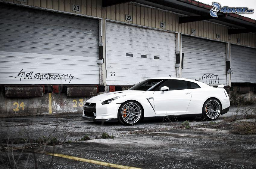 Nissan GT-R, garaje