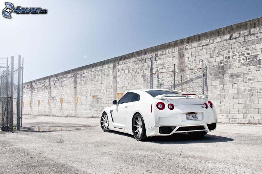 Nissan GT-R, muro