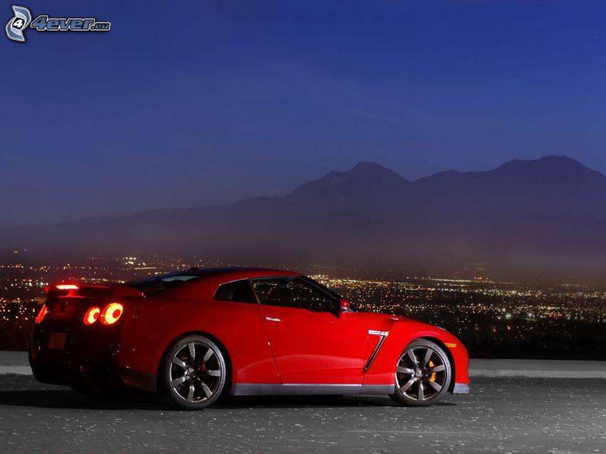 Nissan GTR, ciudad de noche, sierra