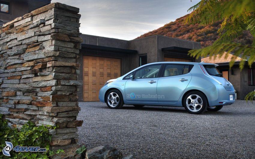 Nissan Leaf, garaje, parapeto