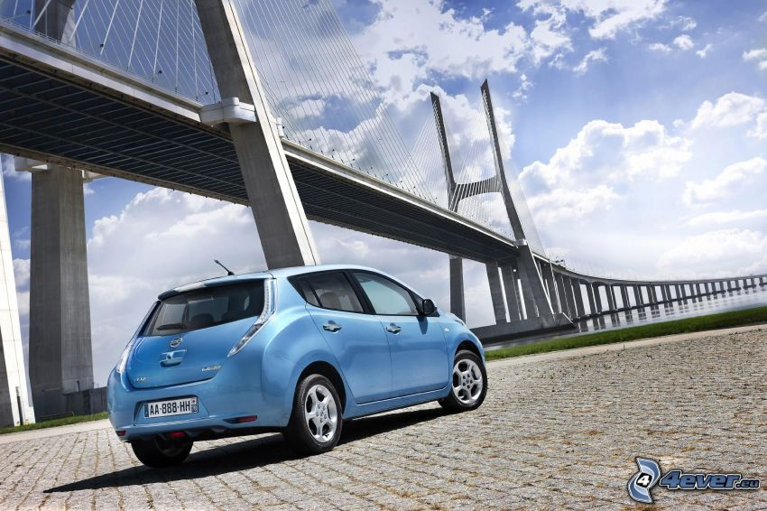 Nissan Leaf, puente