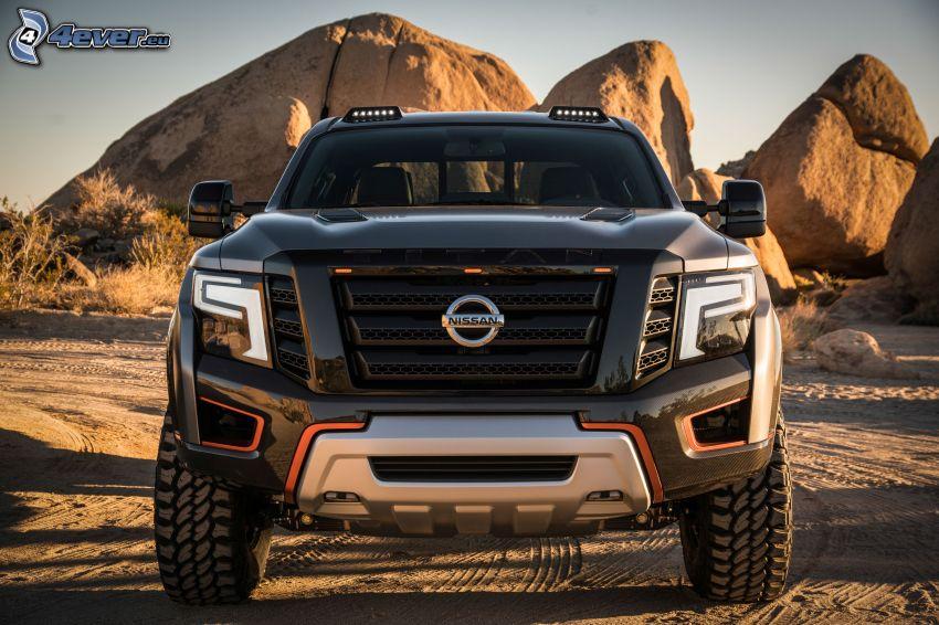 Nissan Titan, rocas