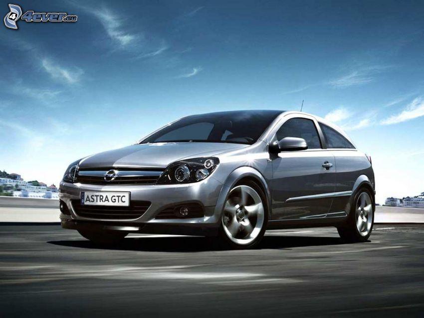 Opel Astra, acelerar