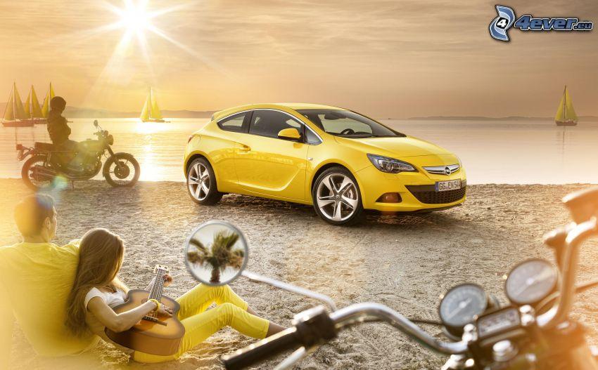 Opel Astra, chica con guitarra, motociclista, mar