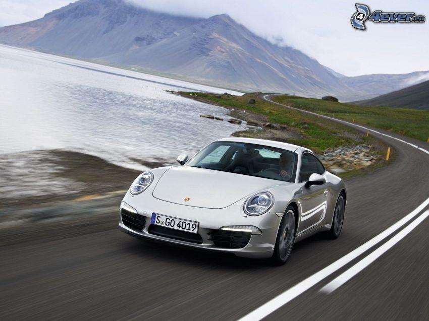 Porsche 911, camino, lago, montañas