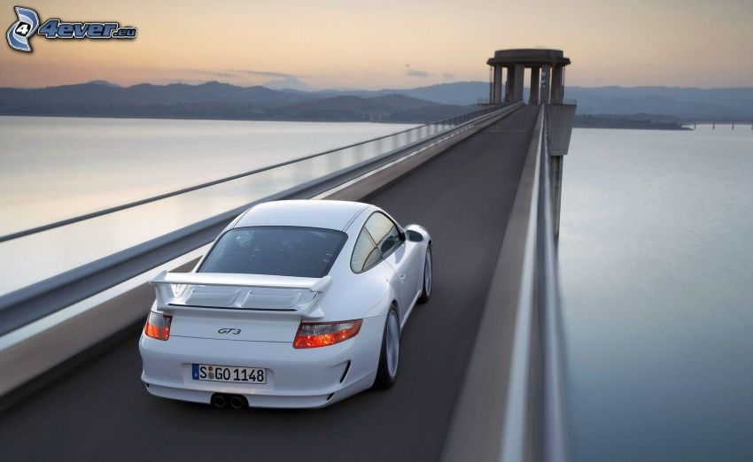 Porsche 911 GT3, puente, lago