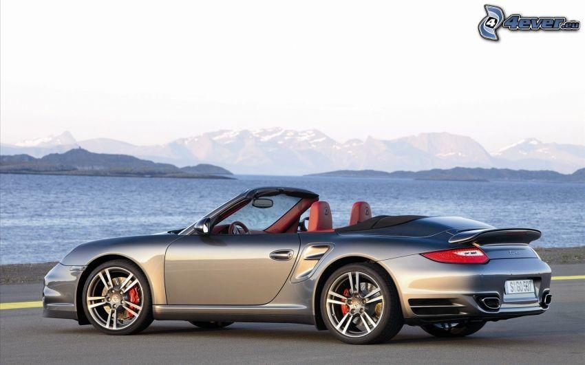 Porsche 911 Turbo, descapotable, mar
