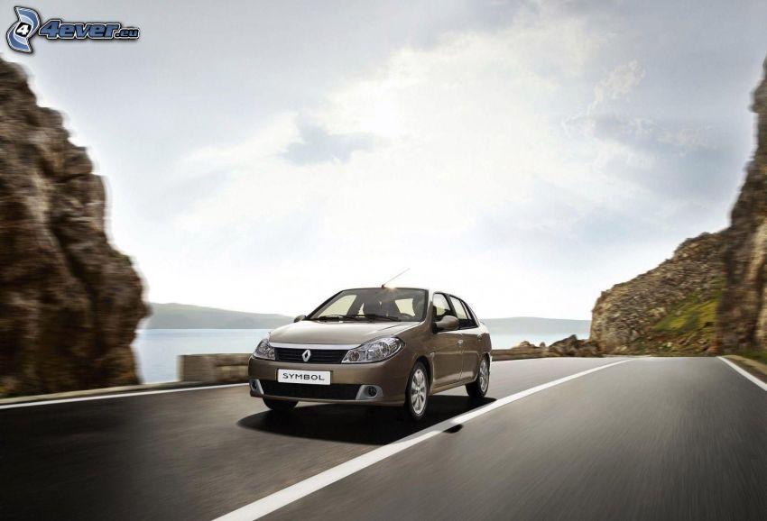 Renault Clio, acelerar, camino