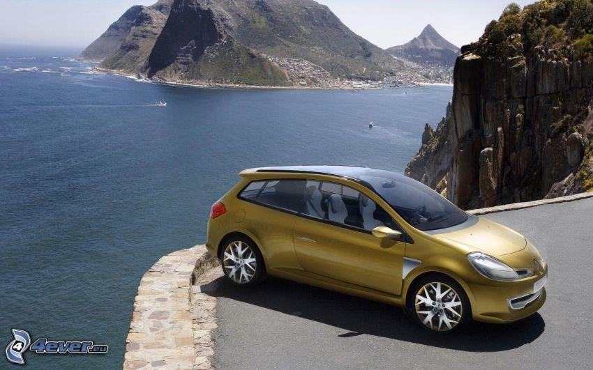 Renault Clio, vista al mar