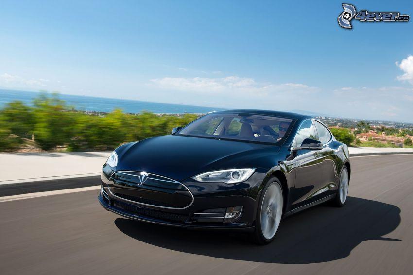 Tesla Model S, coche eléctrico, acelerar, vista al mar