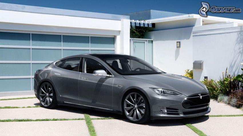 Tesla Model S, coche eléctrico, casa moderna