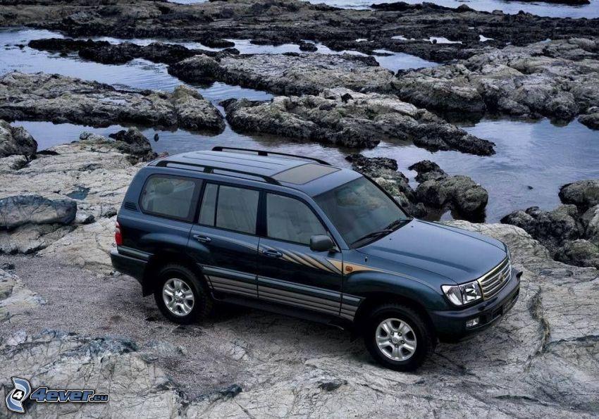 Toyota Land Cruiser, rocas, agua