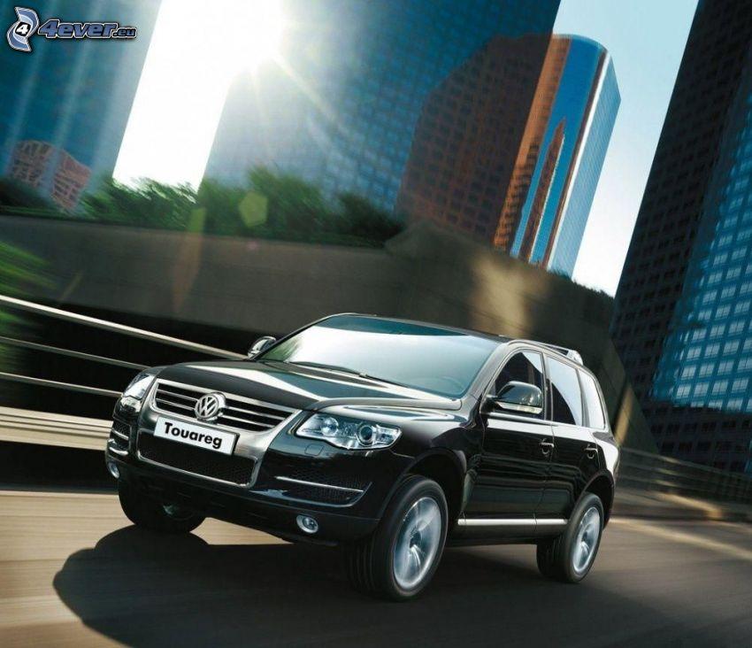 Volkswagen Touareg, camino, acelerar, rascacielos