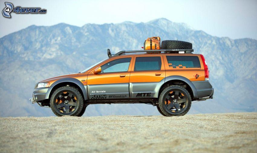 Volvo XC70, coche todoterreno, montaña rocosa