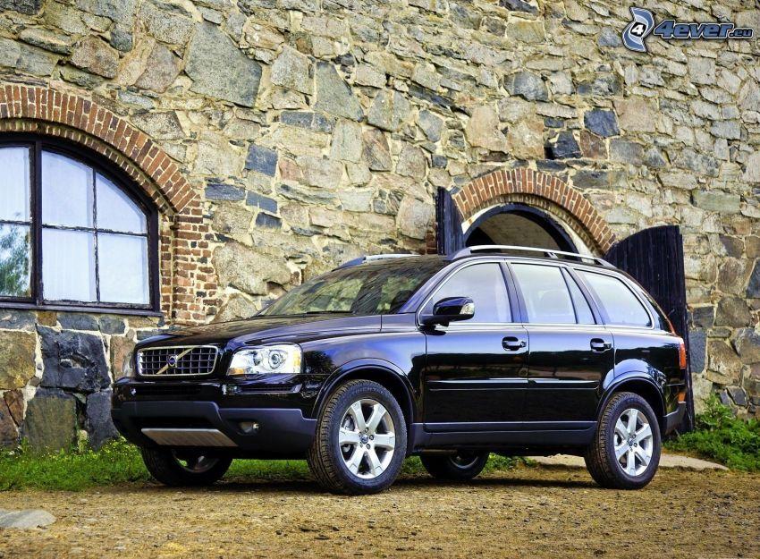 Volvo XC90, muro de piedra