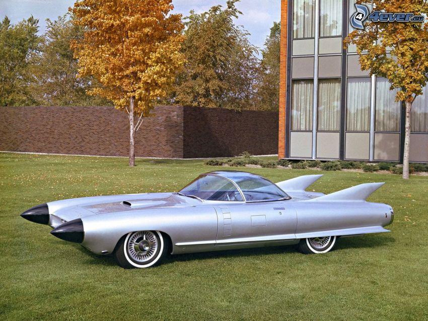 Cadillac Cyclone, césped