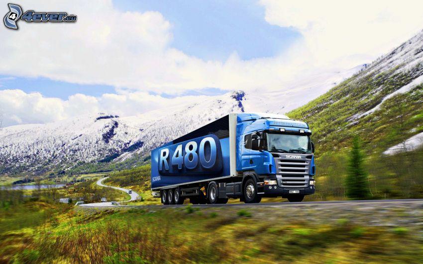 Scania R480, colinas cubiertas de nieve