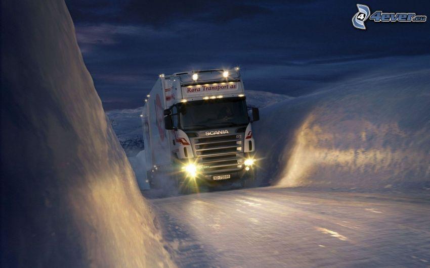 Scania R580, nieve, hielo, colina
