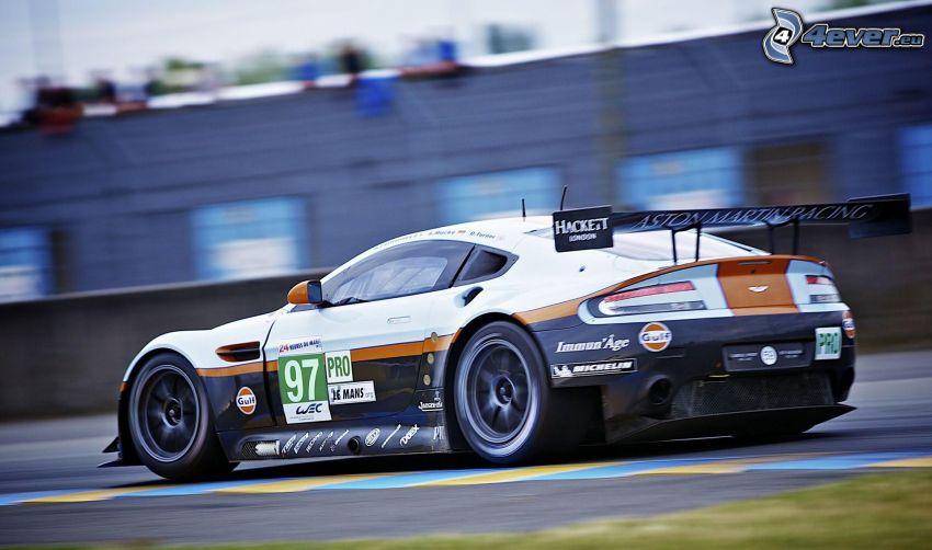 Aston Martin, coche de carreras, acelerar, carreras en circuito
