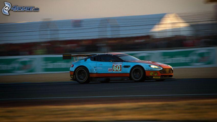 Aston Martin, coche de carreras, acelerar