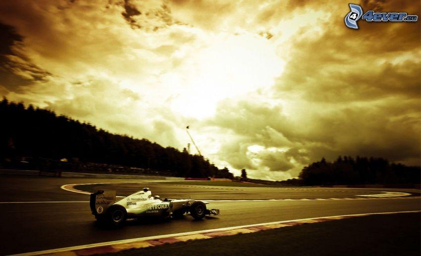 F1 McLaren Mercedes, carreras en circuito, nubes, sol