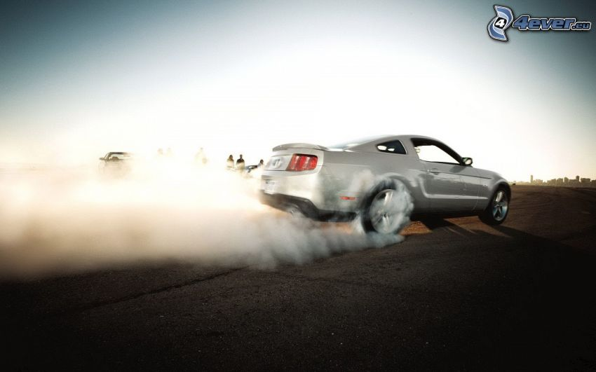 Ford Mustang, burnout, humo