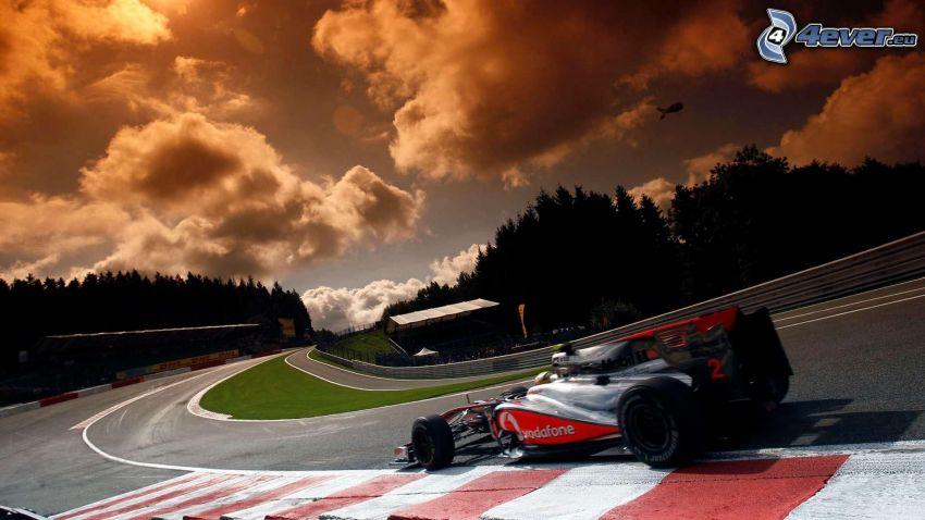 Fórmula 1, carreras en circuito, sol, nubes