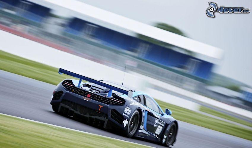 McLaren MP4-12C, acelerar