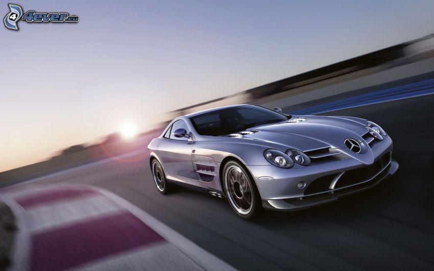 Mercedes-Benz, acelerar, carreras en circuito
