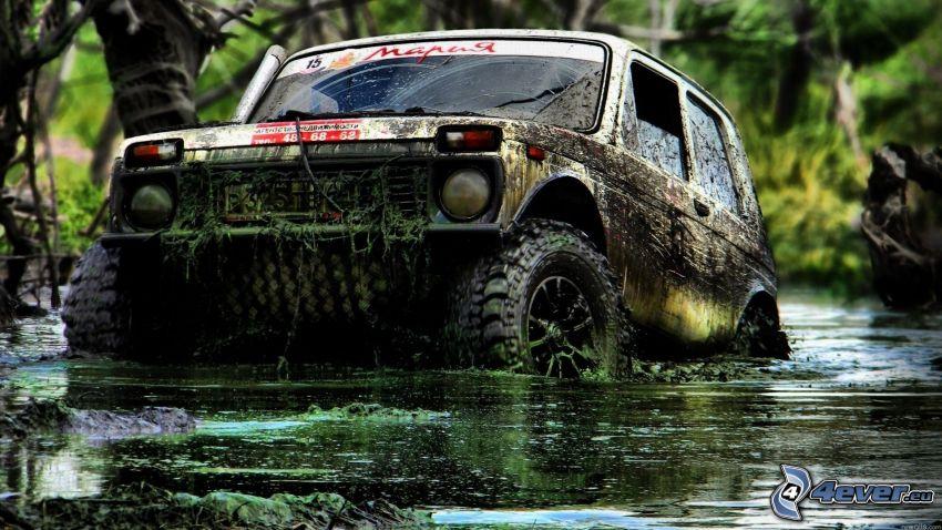 coche todoterreno, pantano