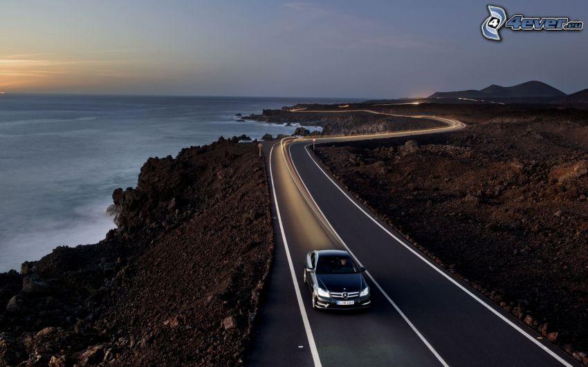 Mercedes-Benz SLR McLaren, camino, vista al mar, después de la puesta del sol