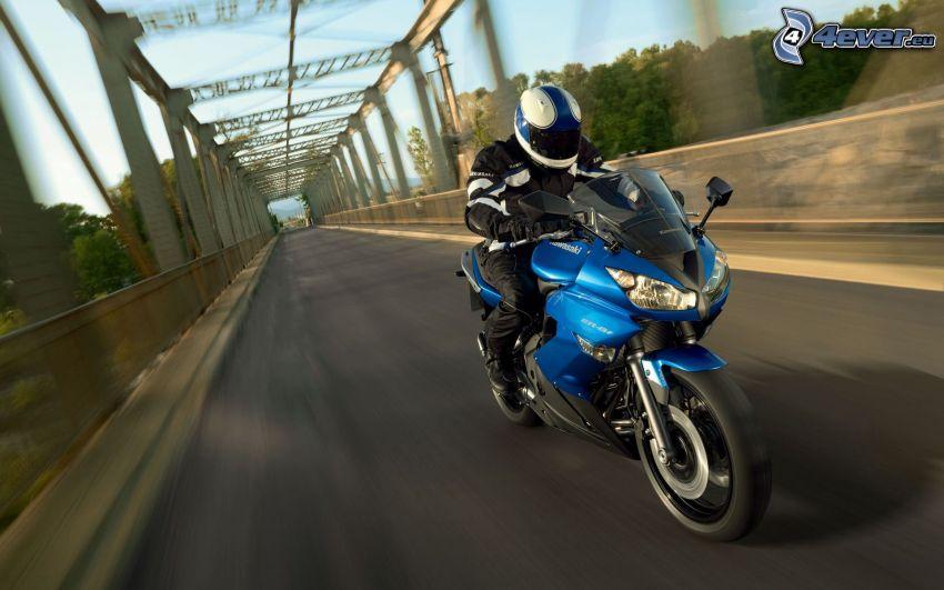 Kawasaki, motociclista, acelerar, puente