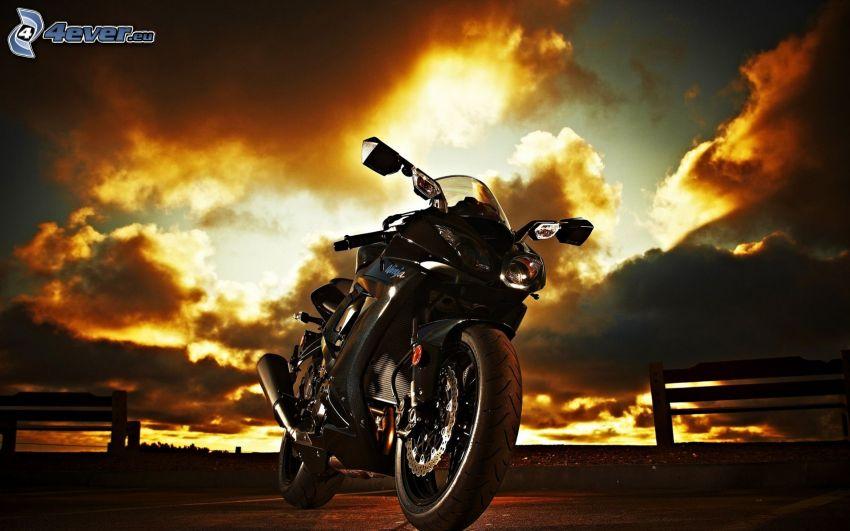 Kawasaki ZX 10R, nubes, salida del sol