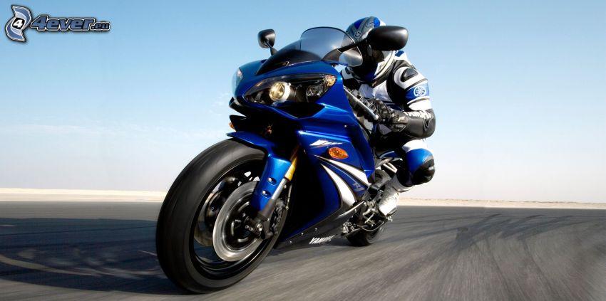 Yamaha YZF R1, motociclista, acelerar