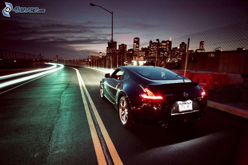Nissan 370Z, camino, atardecer, ciudad de noche