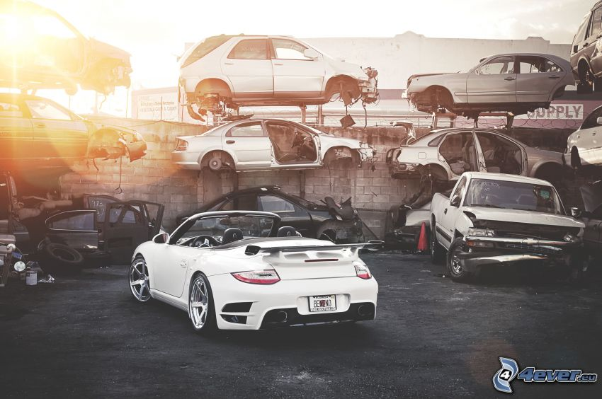 Porsche, descapotable, naufragio, coche roto