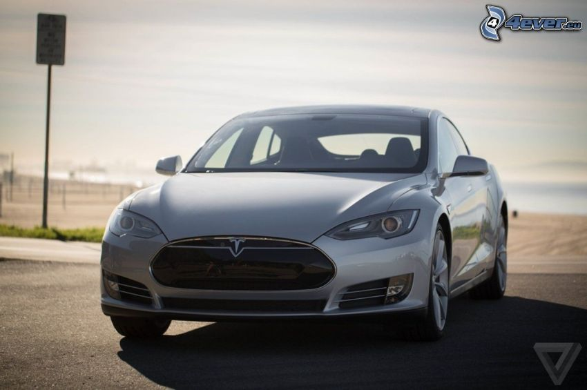 Tesla Model S, coche eléctrico, plata metálica