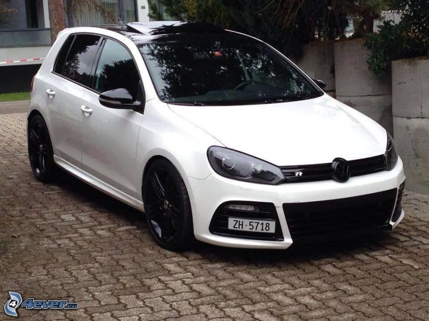 Volkswagen Golf, pavimento