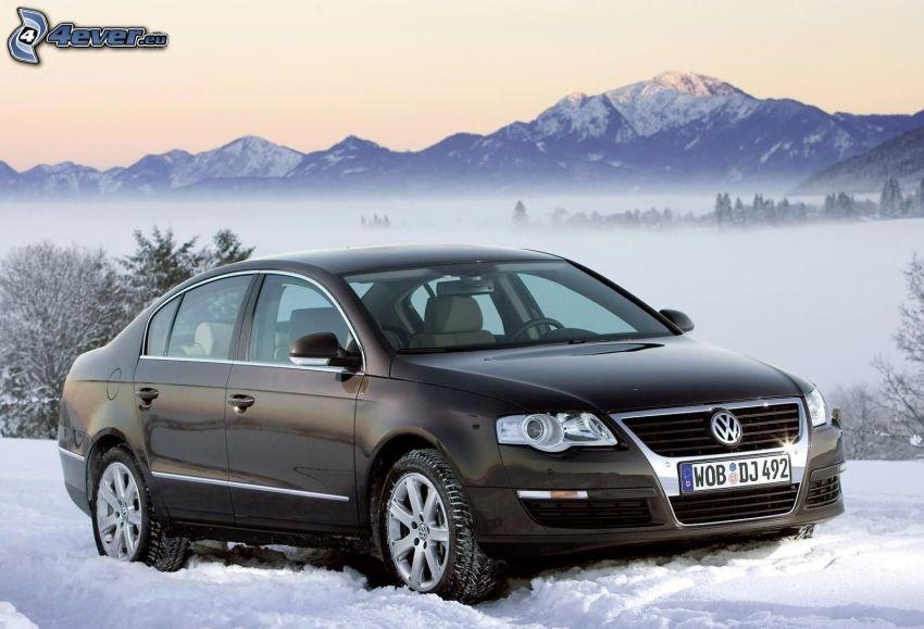 Volkswagen Passat, nieve, niebla baja, montañas nevadas
